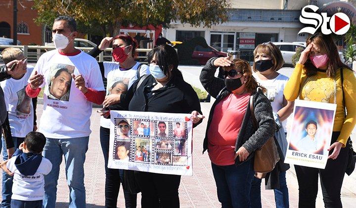 Se manifiestan por desaparición de jóvenes  #VIDEO   @torreon  @SigloCoahuila