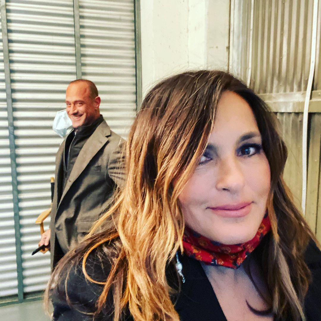 ❗Dun Dun ❗Our favorite squad is back: Benson and Stabler have reunited on-set after 10 years. (📷: Instagram)