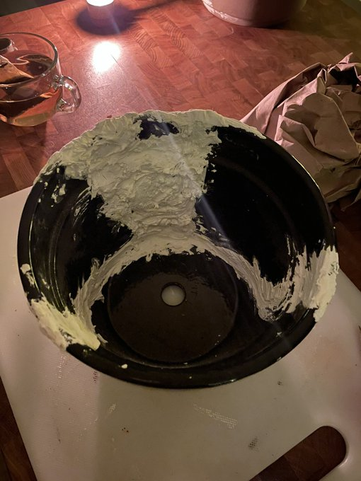 1 pic. Current project: fixing this broken pot 😊 #Crafty #FridayNight #ArtTweet https://t.co/HKXQlba
