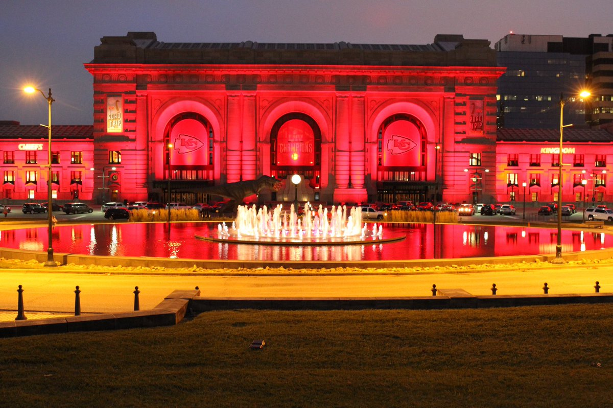 Kansas City is ready to RUN IT BACK BABY!!! Happy RED FRIDAY EVERYONE!!!! #CHIEFSKINGDOM #RedFriday #RunItBack