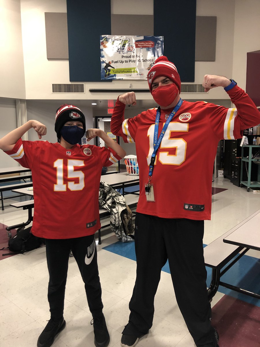 A lot of @Chiefs red going around Ravenwood today for #RedFriday! We're ready for @PatrickMahomes & the entire roster to get a W this weekend so we can have another Red Friday next week! @RavensNKC @Aimster70 @NKCSchools @FUTP60 @HyVee #CHIEFSKINGDOM #chiefs