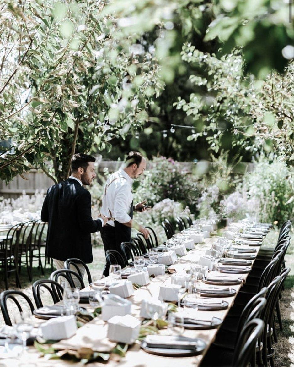 Al Fresco celebrations 🌿 We love this outdoor setting @the_estate_trentham #NFcoWeekend . Set up & catering by @potandpanmelbourne #alfresco #wow #inspo #natuallifestyle #getinnature #experiencenature #festiveseason #festivelunch #christmasdining #diningtable #dineoutdoors