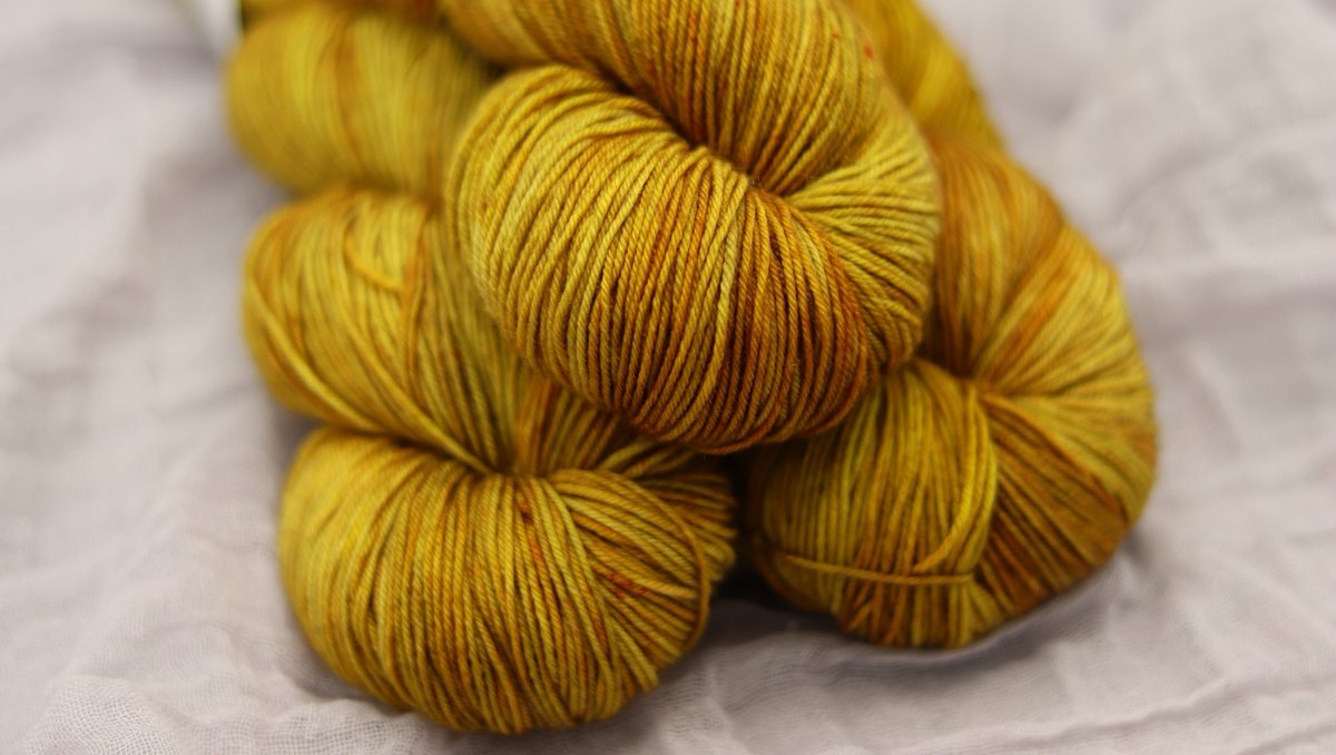 This is Nynaeve from our Sophisticated Tonal Collection  #lolodidit #isolationcreation #togetherwemake #shopsmall #standwithsmall #supportthemakers #smallshoplove #yarn #indiedyed #handdyedyarn #knit #crochet