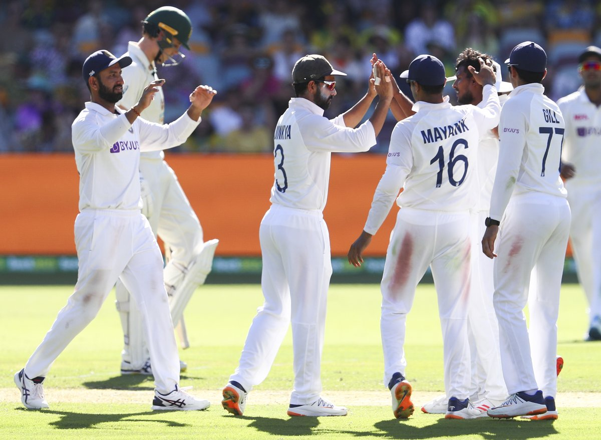 #GabbaTest A great start for #India on Day 2. Shardul, Sundar get a breakthrough for the team by taking three early wickets. #Australia crosses 300 -mark! LIVE UPDATES: sify.com/sports/cricket…