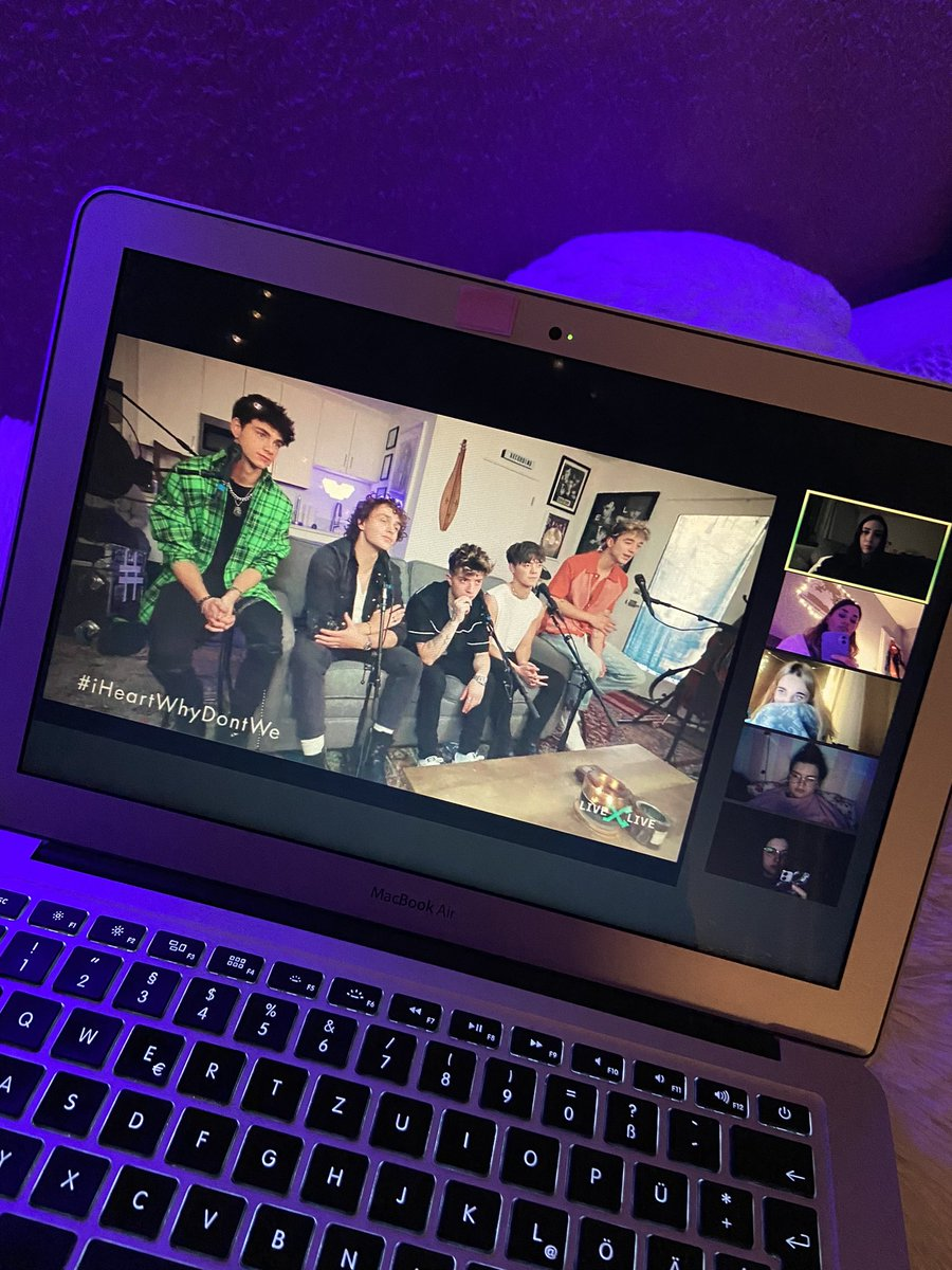 No place I'd rather be right now with no other people, love you girls 🖤 #iHeartWhyDontWe @whydontwemusic @whereiswdw   @specialchanges @F0RY0UBESSON @ohiitskim @drunkoffcmb