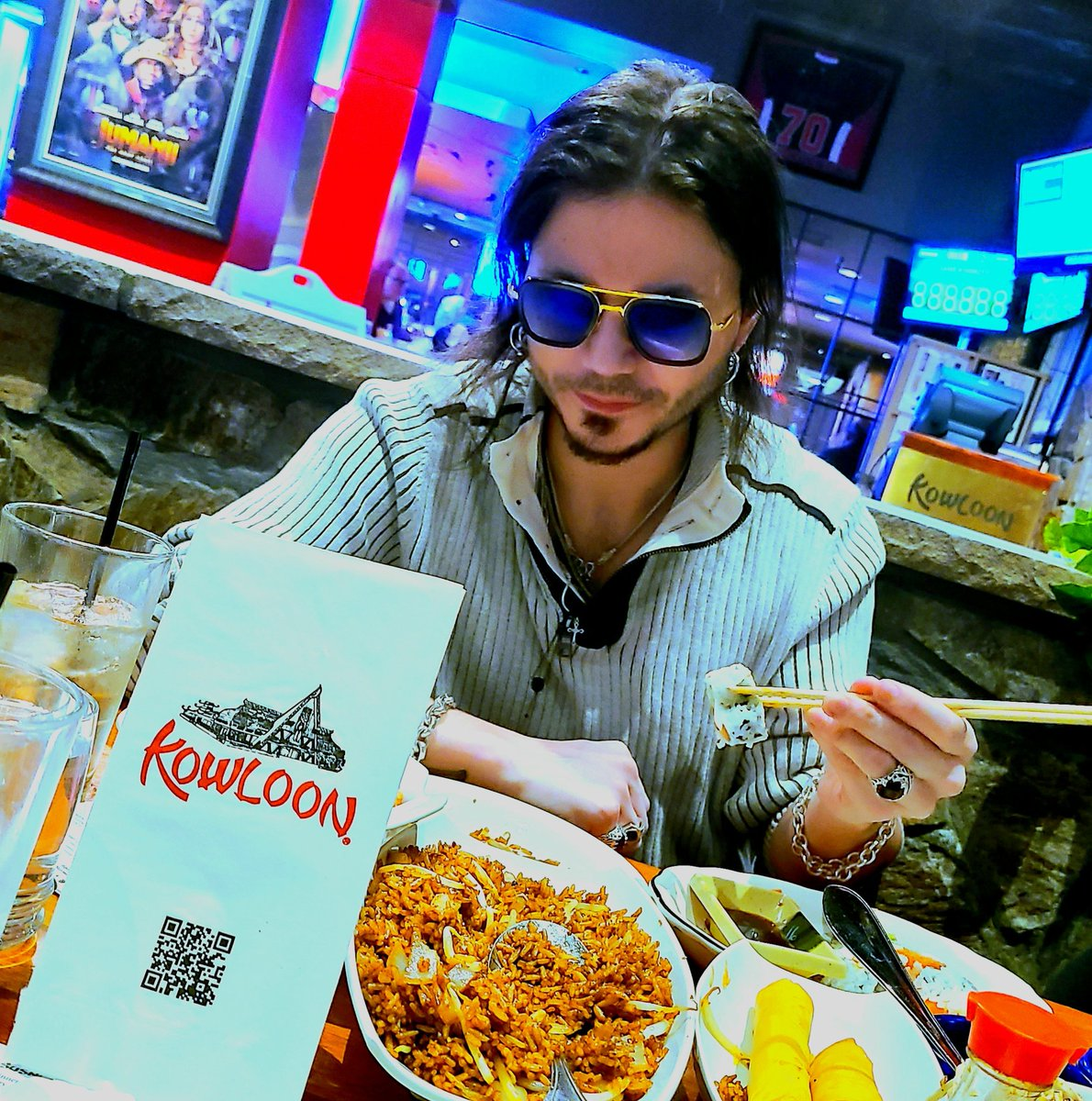 🎹looks like I'm really enjoying that boston maki! time to chow down @ one of my favorite spots!!!! Nothing better then some sushi🍤 and saugus wings. See you soon at the Kowloon🏯 🎹💨💨@KowloonSaugus #sushi #chinesefood #TheBest #livelife #stoned