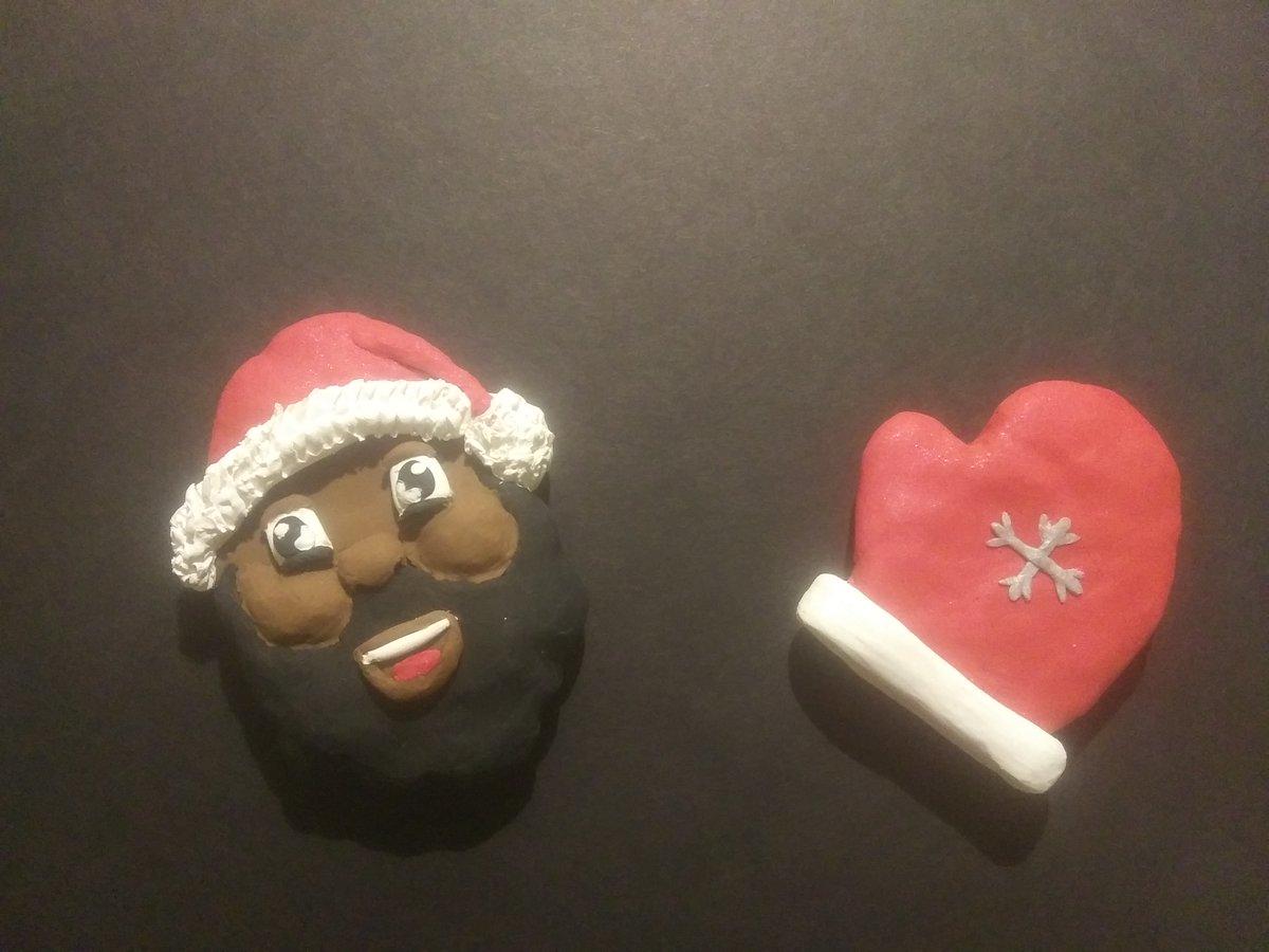 Black Santa and Mitten Magnets!! 🎅🏾🎅🏾❄❄🥊🥊 #MerryChristmas  #Santa #mittens #magnets #sculpture #wintermittens #wintermagnets #blacksanta