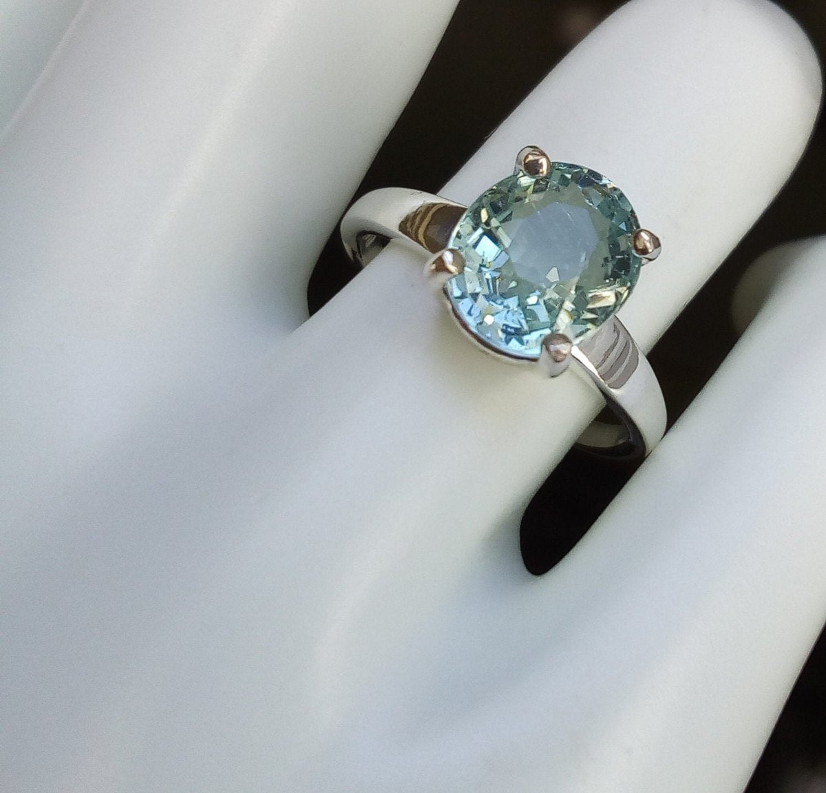 Excited to share the latest addition to my #etsy shop: natural unheated light greenish blue aquamarine ring oval solitaire sterling silver ring size 7 statement engagement jewelry gift https://t.co/PDdiC1Wpxh #blue #oval #aquamarine #silver #women #ring #minimalist https://t.co/CnUs3xsZ5G