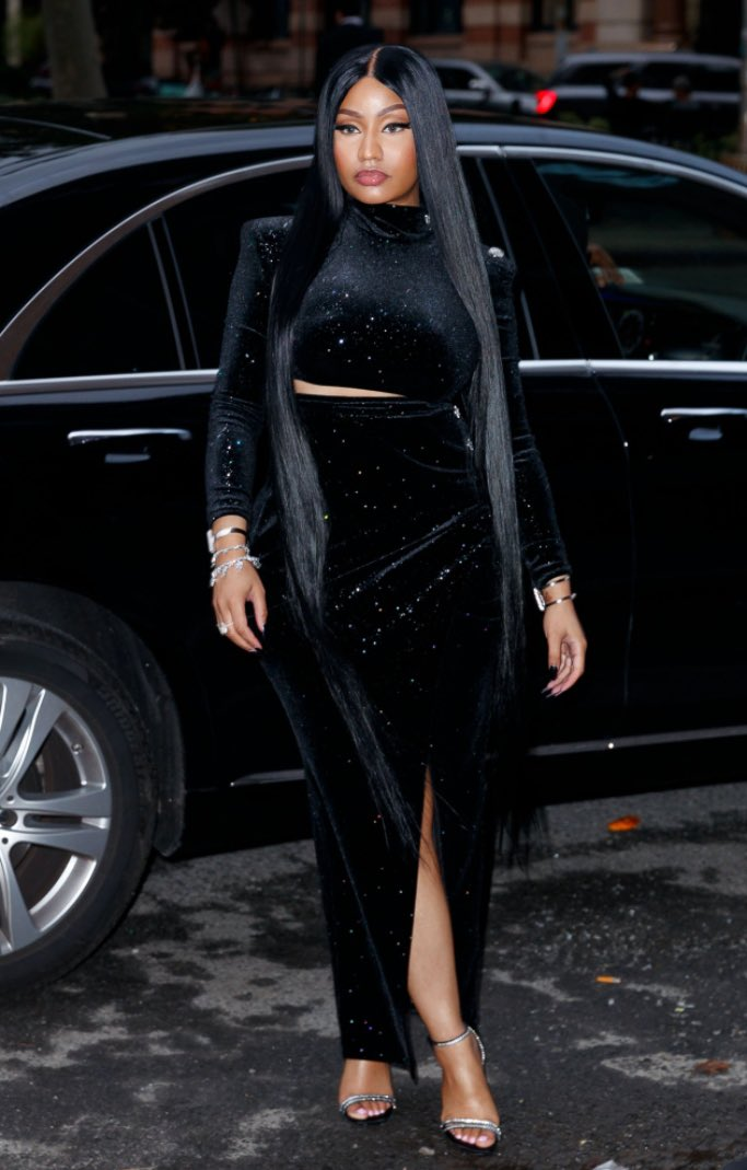 Replying to @nickissonss: I think we can all agree that Nicki invented Black 😌❤❤