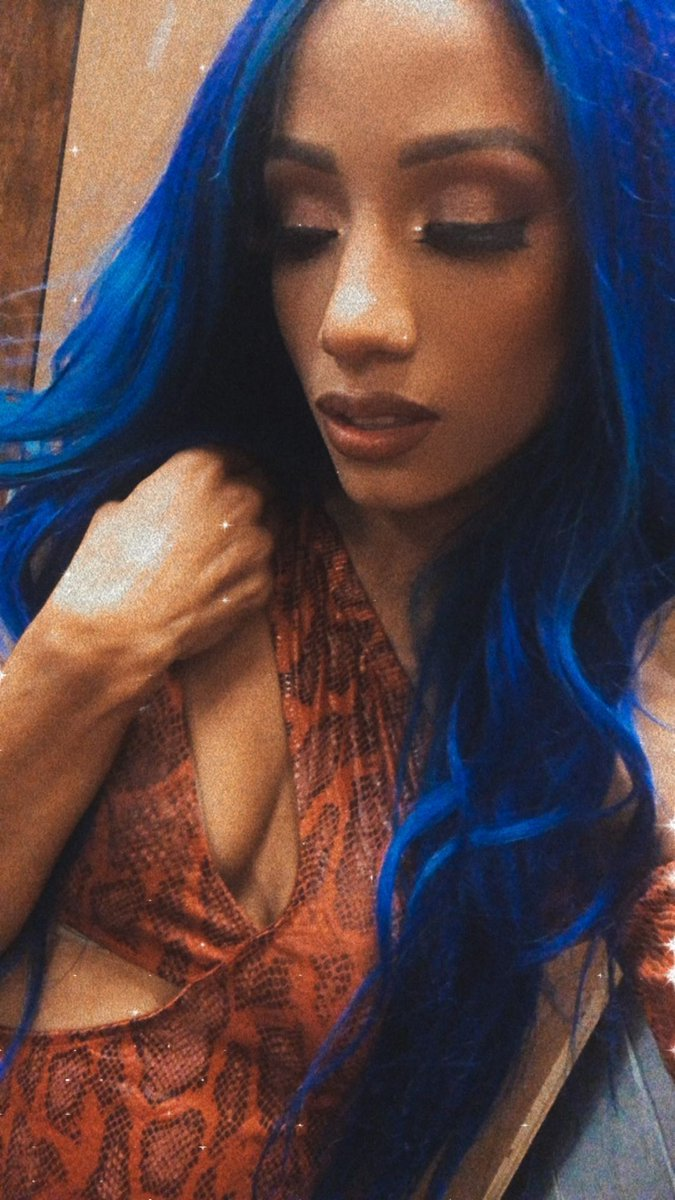 YES  She returned  . #TheBluePrint  #TheLeader  #TheConversation  #TheDraw  #TheLegitBoss  #KoskaReeves   #SmackDown  has now  The UNDISPUTED BEST in The World  Its  a GREAT honor see you Again  @SashaBanksWWE