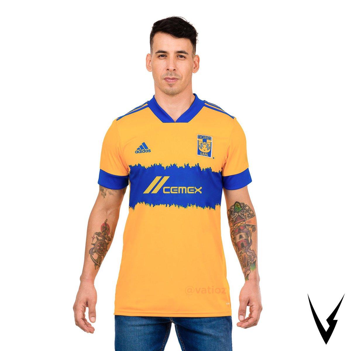 Así lucirían las camisetas actuales de Tigres con los cambios solicitados por la FIFA para disputar el mundial de clubes.  ¿👍🏻 o 👎🏻?