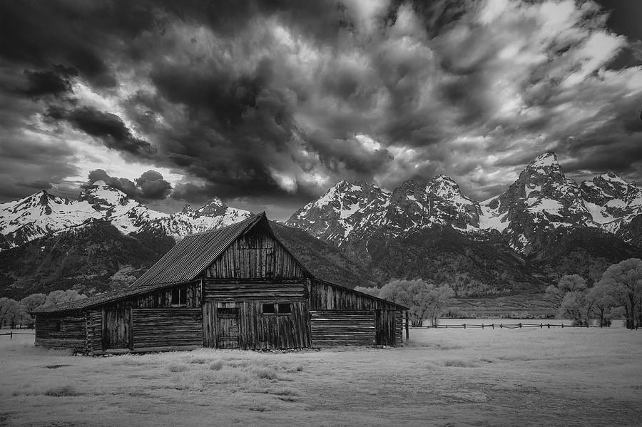 Art for your walls!  #tetonaschallenge #grandtetons #NationalPark #artwork #landscapephotography #blackandwhitephotography #blackandwhite #wallartdecor #naturelovers #travels