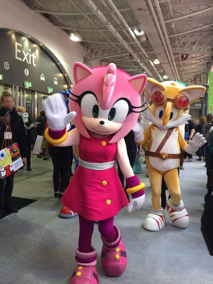 Replying to @RareHedgehogs: Amy and Tails at BLE