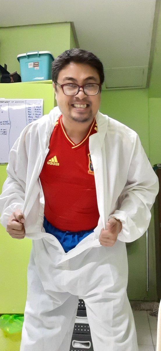 Philippine colors represent against #COVID19! Wag na pong tingnan ang #bilbil 😂🤣😅 #PilipinasLabanCOVID19 #Mask #washhands #physicaldistance #vaccination