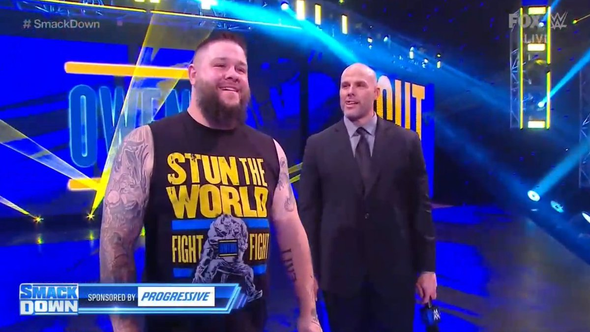 """#SmackDown  Adam Pearce no podrá competir en #RoyalRumble debido a """"una lesión"""".  Pero le pide a Roman Reigns que no se preocupe, tendrá un rival que lo retará por el #UniversalTitle, y será:  ¡KEVIN OWENS!"""