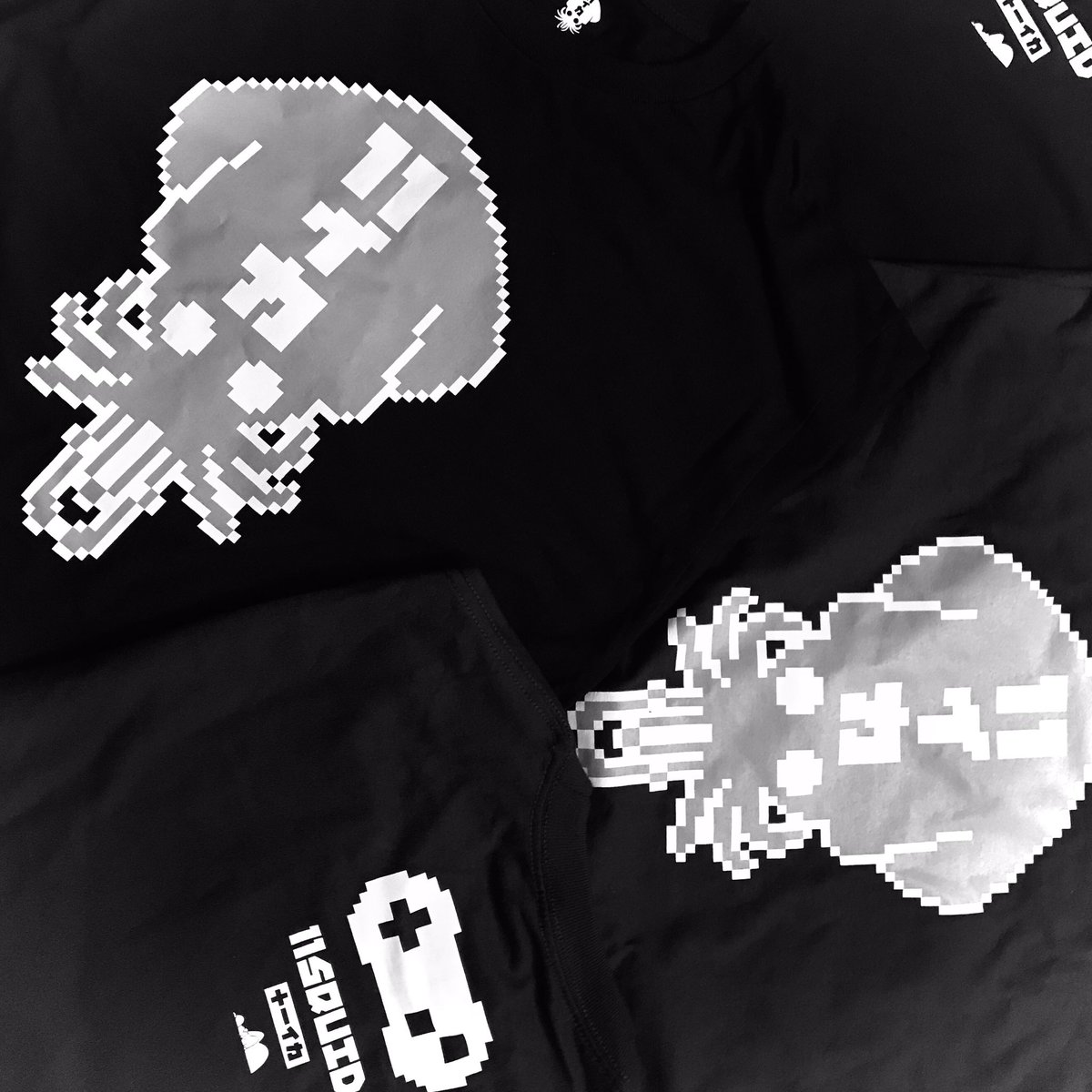 "8-bit swimming. 🦑🌊👾 Happy Aloha Friday!!! • ""8-Bit Logo"" t-shirts available on the 11SQUID online shop:  —- #11SQUID #8bitlogo #8bitsquid #pixelart #pixel #happyalohafriday #alohafriday #11イカ #tshirt #tshirts #HawaiiClothing #shoplocal #Hawaii #local"