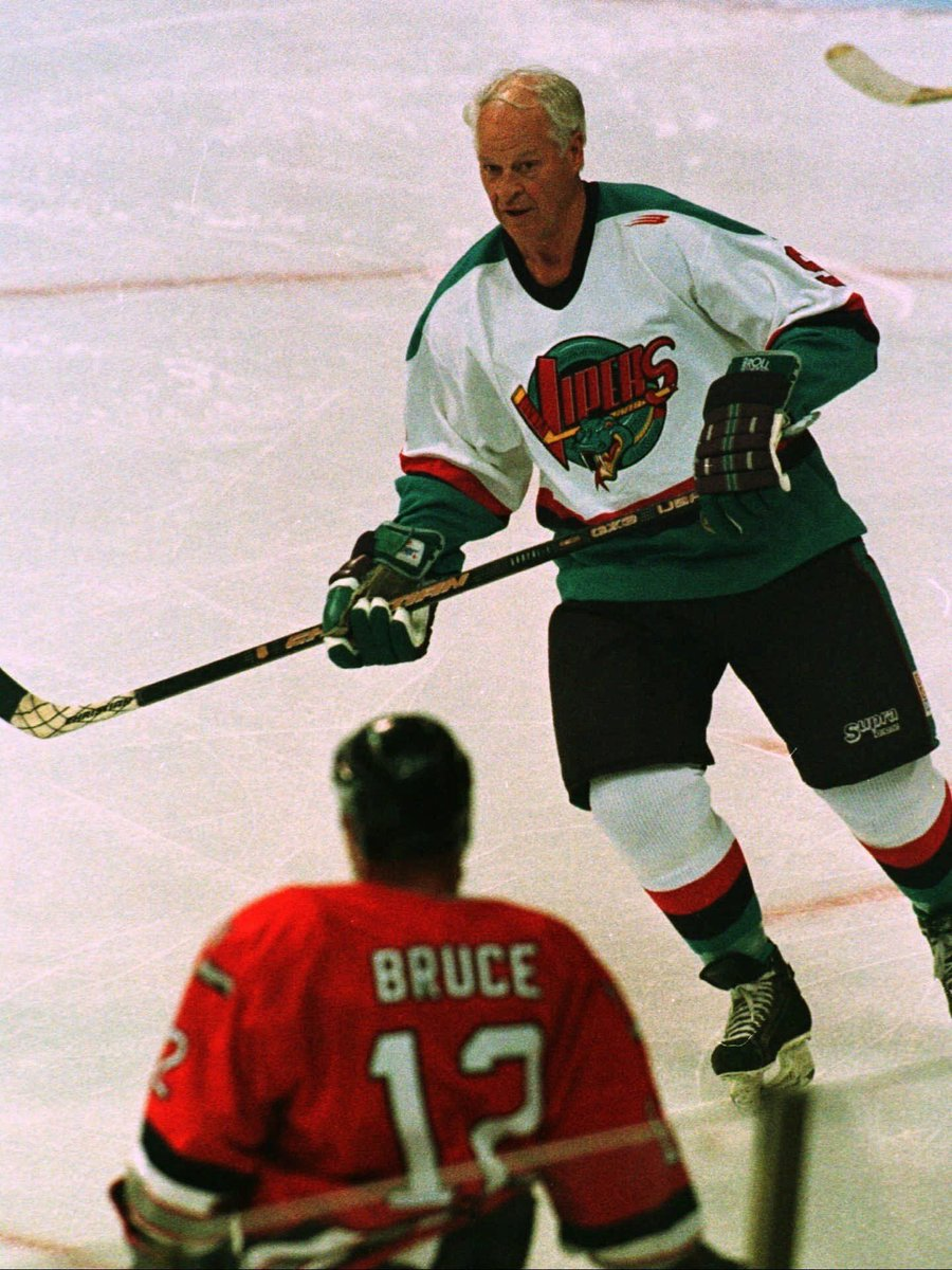 The @SoccerCooligans talking about how ancient Kazuyoshi Miura is but you guys gotta mention Gordon Howe. Retired from the NHL at 52 but played minor league games in his 70s! https://t.co/EgMez8Ru3h