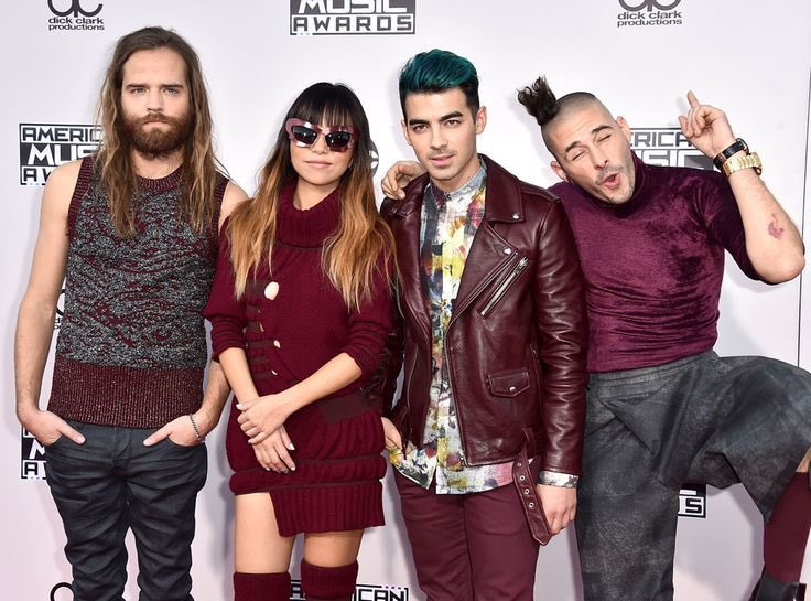 DNCE at the #AMAs red carpet
