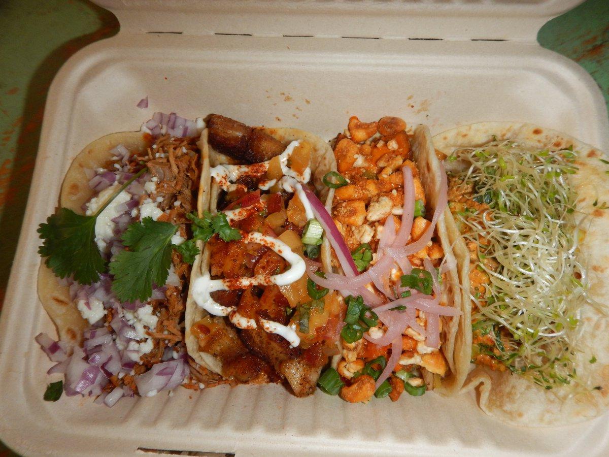 #premium Pork Bell & Brisket #tacos @ MAR VISTA GRAB & GO on Venice Boulevard yo!!!  #MarVista #MarVistaGrabandGo #lagraze #la #brisket #local #porkbelly #taco #eat #shoplocal #localbiz #smallbiz #greencloudartorg #veggies