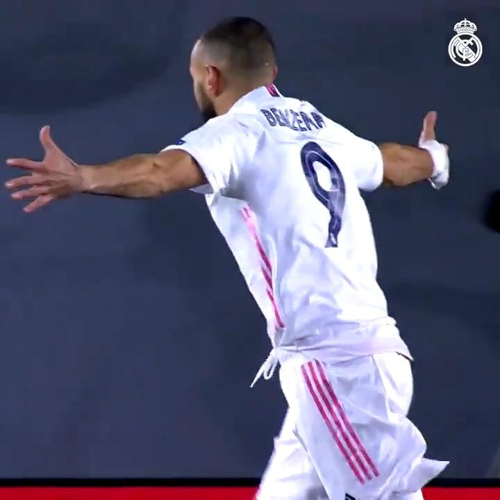 🔝🙌 @Benzema أفضل هدّاف مدريديستا هذا الموسم!  🚩 24 مباراة  ⚽ 15 هدف ✔️ 5 تمريرات حاسمة 📺 شاهد الفيديو هنا:   📺 #RealFootball | #هلا_مدريد