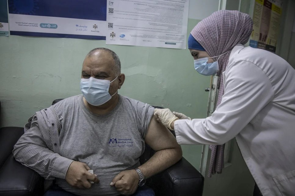 Of 90 countries currently developing #COVID19 #vaccination campaigns, 51 have decided to include refugees.  Jordan, host to a large refugee population, has been one of the first to do this — once more showing generous leadership.  Inclusion of all is key to beating the pandemic.