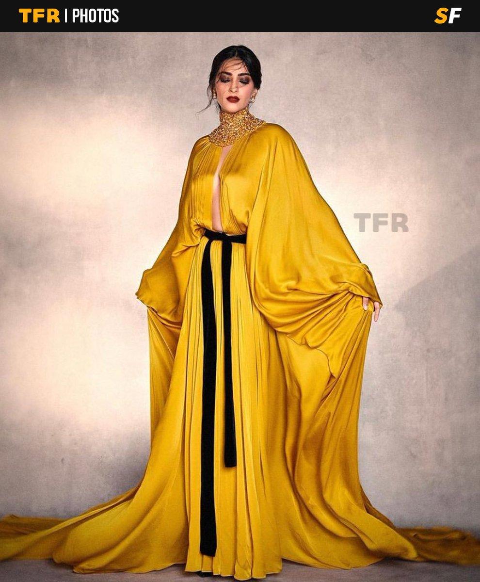 @sonamakapoor looks like a dream in couture.  #TheFilmyReporter #FilmyReporter #TFR #TFRBuzz #TFRIndia #Bollywood #Actress #SonamKapoor