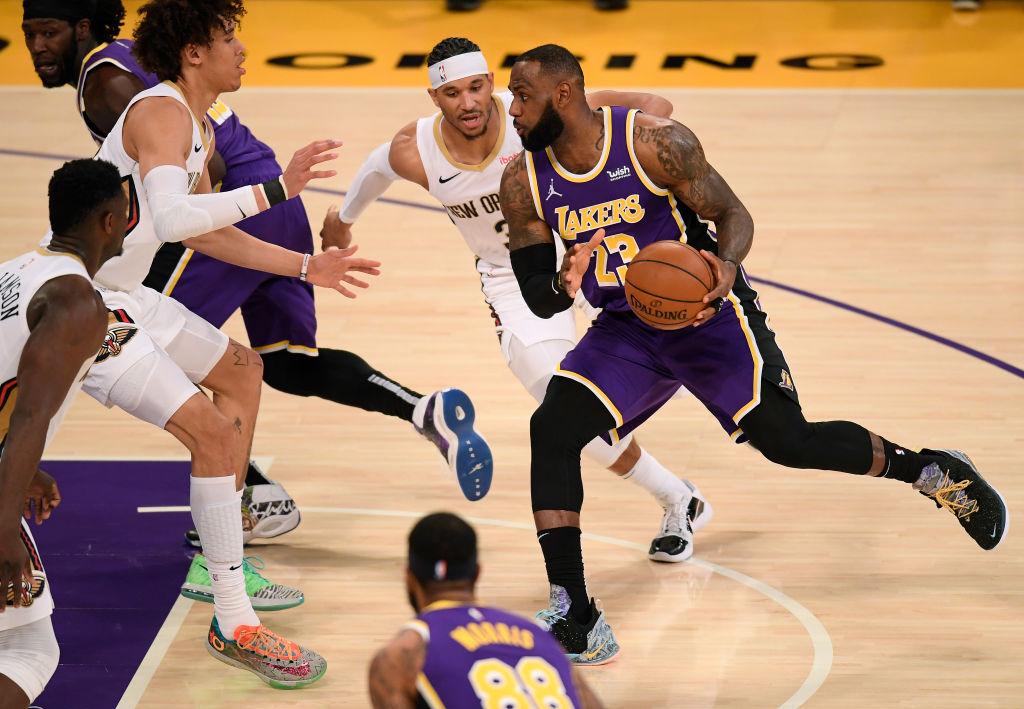 👑 #LakeShow  21 PTS | 8 REB | 11 AST  @KingJames & les @Lakers décrochent leur 11ème victoire de la saison!