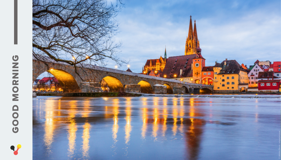 #GoodMorning, everyone! Let's start the day with a #MorningView from #Regensburg. Its medieval centre is an UNESCO World Heritage and the ancient Stone Bridge is especially popular among tourists.  #PictureoftheDay #Germany #sunrise
