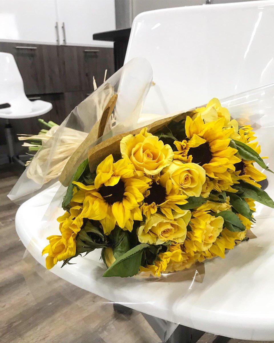 Yellow roses and sunflowers Saturday morning vibes #DJSBU #GirlTalkZA #GirlBuyZA #beautiful