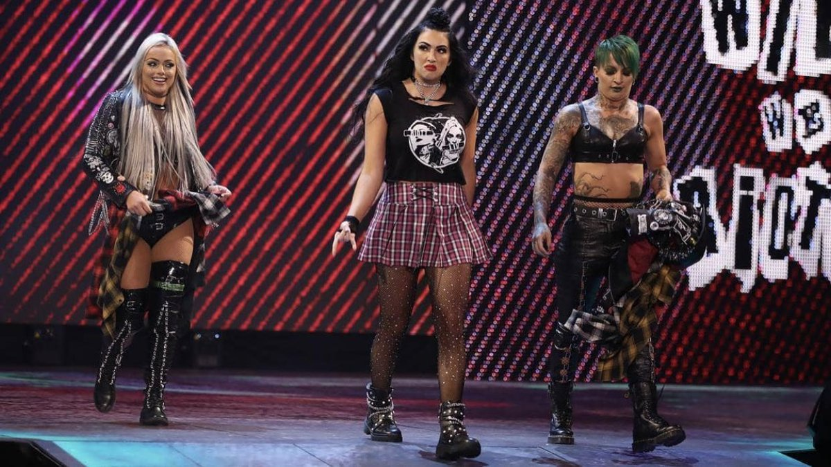 #BillieKay with #LivMorgan and #RubyRiott of #TheRiottSquad... Awkward? Does this work? What do you all think? Retweets appreciated. #SmackDown #WrestlingCommunity