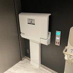 子どもの手が「開閉スイッチ」に届いちゃうの。トイレ個室内にベビーチェアを設置する際には3秒で良いからご検討願います。