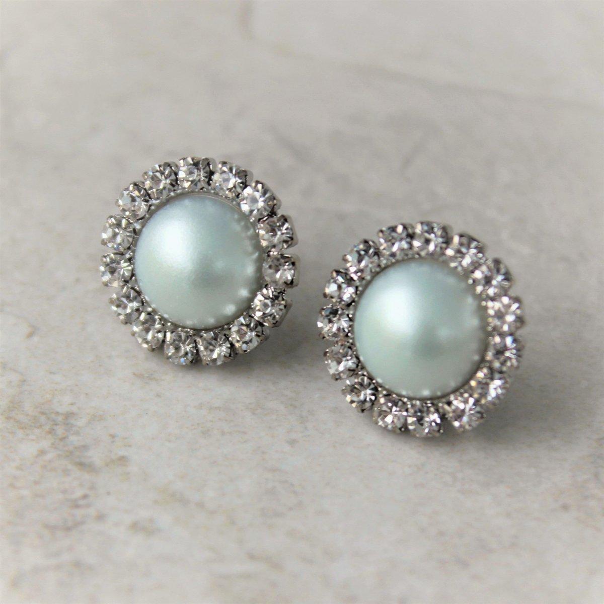 Mint Green Pearl Bridesmaid Earrings, Mint Earrings, Stud Earrings, Mint Bridesmaid Earrings, Pale Mint Wedding Jewelry, Mint Green Wedding  #style #shopping #ecommerce #etsy #etsyshop #gifts #smallbiz #shopsmall