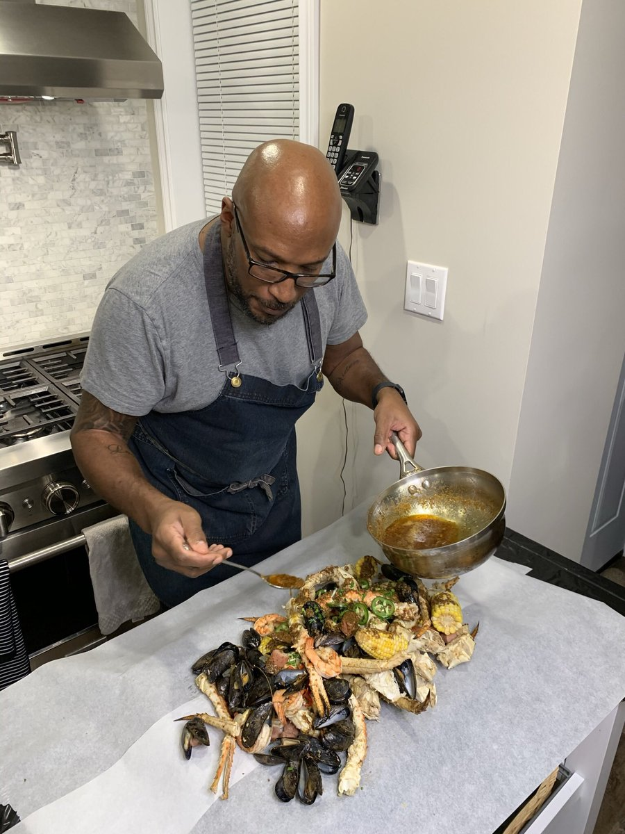 RT @ChefRobRainford: Dinner@therainfords #seafoodboil https://t.co/C6sy3TEyp3