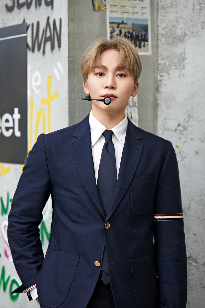 @kellyclarkson @pledis_17 OMG♥ Thank you Kelly  @pledis_17 #SEVENTEENxKELLY #Seventeen_KellyClarksonShow   today him birthday,  yess Seungkwan's birthday is today and he's a huge fan of yours. Hope you can greet him♡  #Go_With_LoveSeungkwan #CaratsStarSeungkwanDay #AllMyLoveforSeungkwan