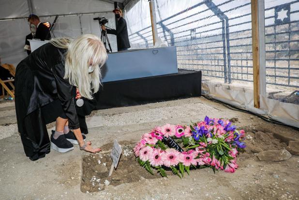 Photo Story: Sheldon Adelson funeral in Jerusalem Read more here: https://t.co/kT4BL7blp7 https://t.co/vVfOK0qGtp