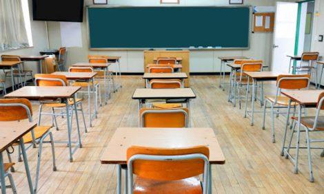 Lunedì la scuola orna in presenza ma in Sicilia solo fino alla prima media - https://t.co/zWBoR3lHff #blogsicilianotizie