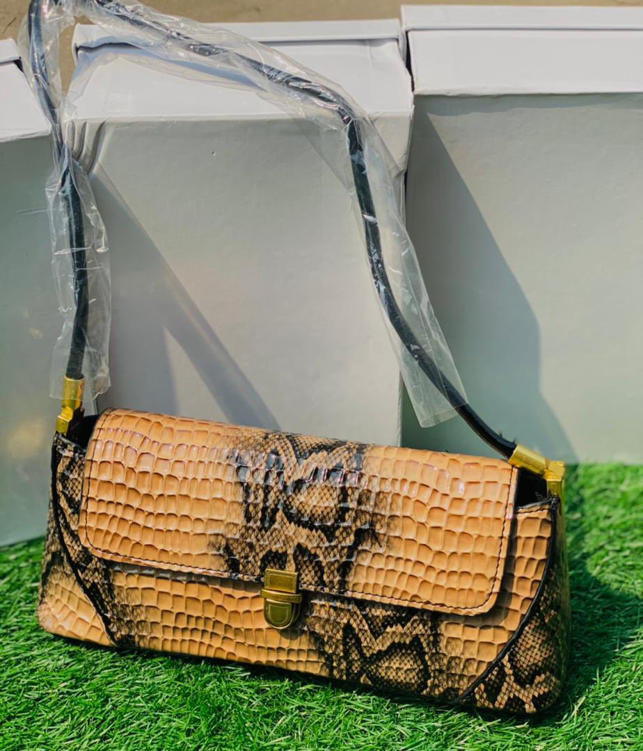 Sling shoulder bag for my #AbujaTwitterCommunity #Bestbuy #girls  Price: #7000 Available in all colors  #GirlTalkZA #adidas #AbujaTwitterCommunity #celebsforsmallbiz #BlackFriday #Buy Now #BlackOwned #BlackOwnedBusiness #fashion #explorepage