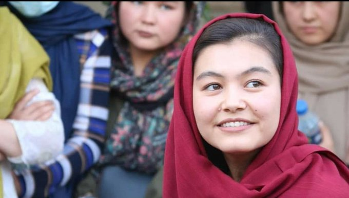 Meet Shamsia Alizada, #Hazara, who survived a suicide bombing 2yrs ago at her school in Kabul.  Coalminer's 18YO daughter Shamsia has scored the 1st place in #Afghanistan's university entrance exam & will now attend medical school as she aspires to become a doctor👏  What a hero!