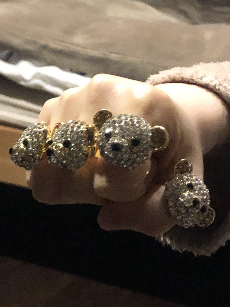 ファミレスに行くたびにクマの指輪を買ってあげていたら…チョコのケースがいっぱいに!