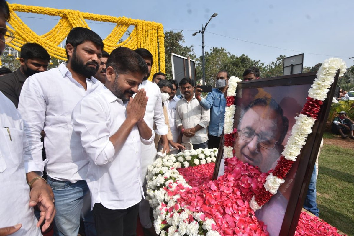 My tributes to an accomplished parliamentarian #JaipalReddy garu on his 79th birth anniversary at his memorial. He will always be remembered as a leader with intellect and integrity.