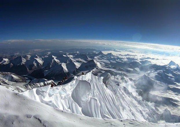 #pausa  La vista desde el punto más alto del Everest, sentado en tu sillón