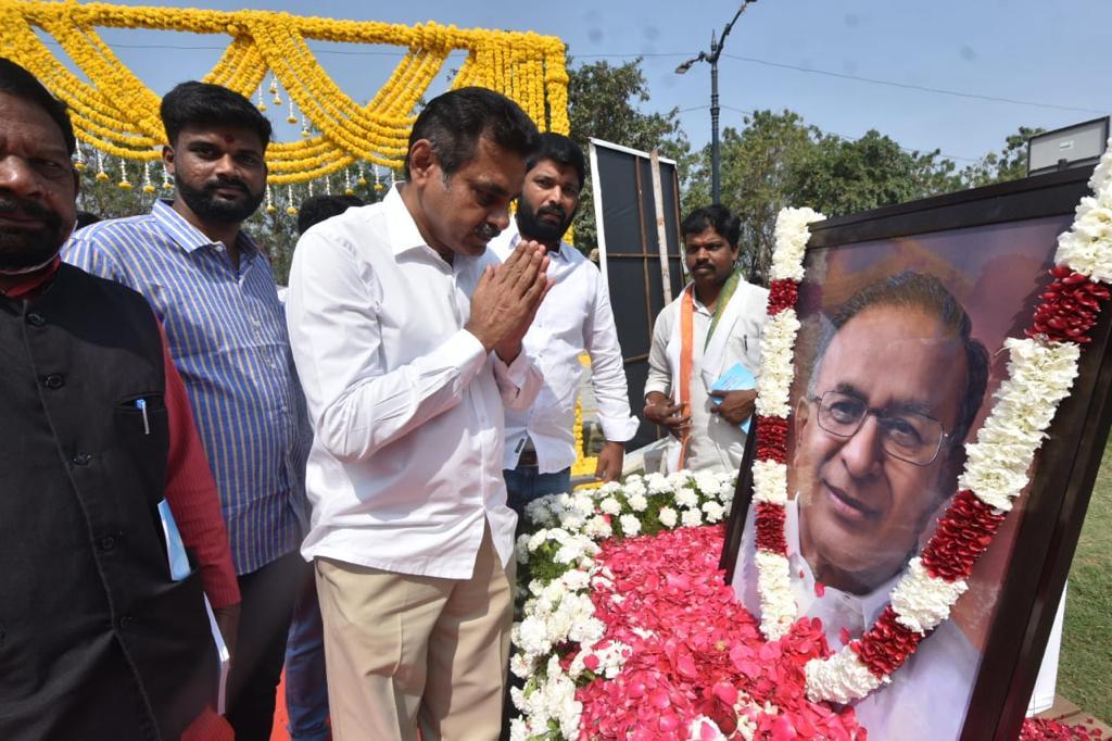 Remembering Jaipal Reddy garu on his 79th Birth Anniversary. A Great Statesman, one of Telangana's most respected politicians, an orator, an intellectual and former Union Minister of Petroleum.