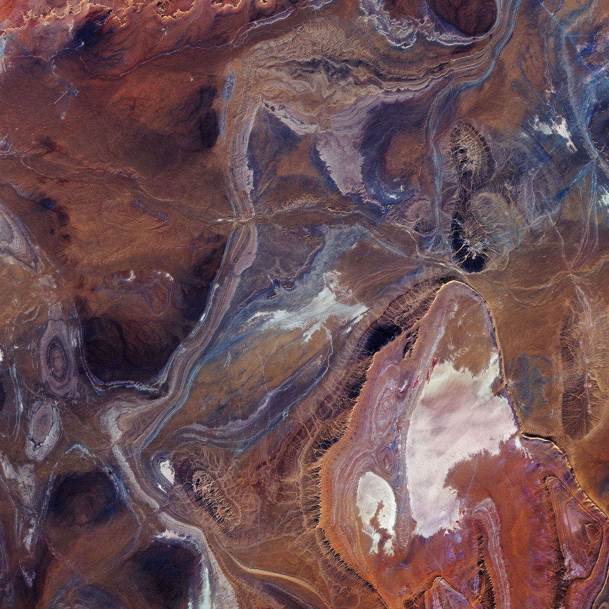 This @CopernicusEU #Sentinel2 image shows the Tanezrouft Basin – one of the most desolate parts of the #Sahara desert. Zoom in at the link to see this image at its full 10 m resolution 👉 esa.int/ESA_Multimedia…