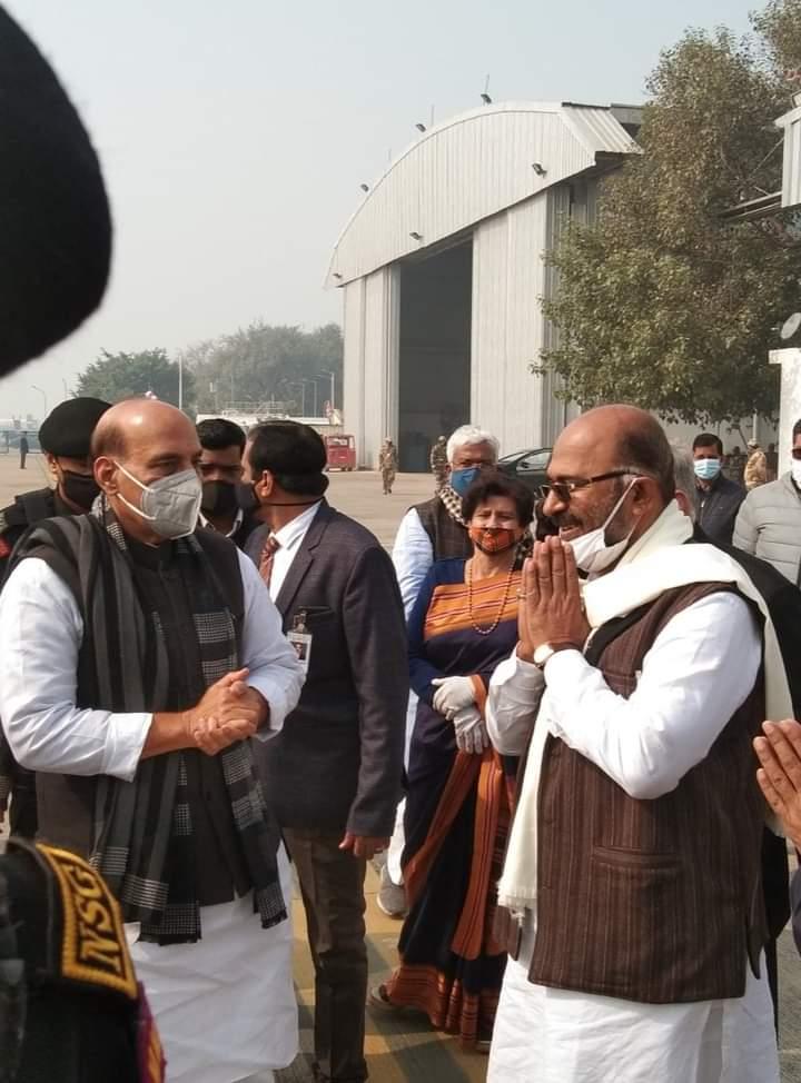 भारत के रक्षा मंत्री लखनऊ के सांसद मा०श्री @rajnathsingh जी के आज लखनऊ आगमन पर उनका स्वागत एवं अभिनंदन किया। @DefenceMinIndia @BJP4MP @BJP4India