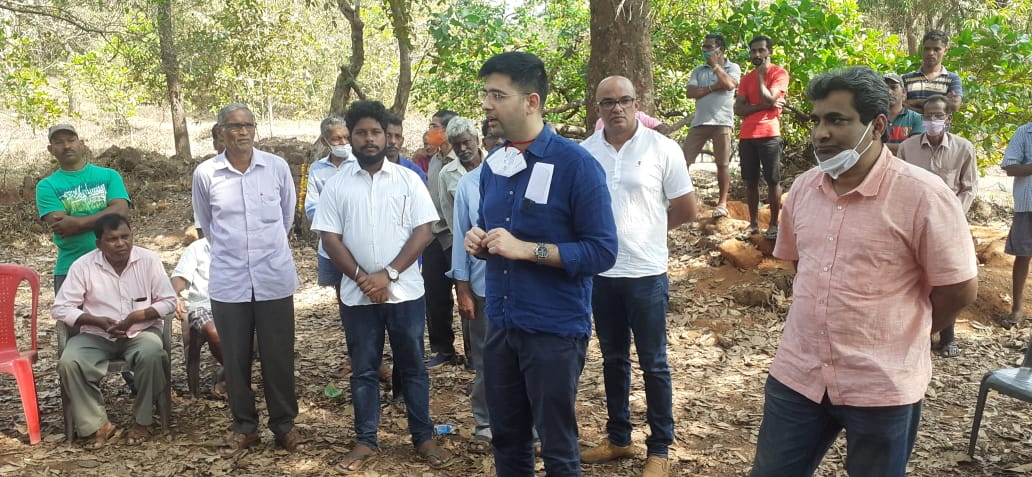 @AamAadmiParty #Delhi leader and MLA @raghav_chadha visited Shel #Melauli village and extended their full support to them and critisized #Valpoi MLA @visrane