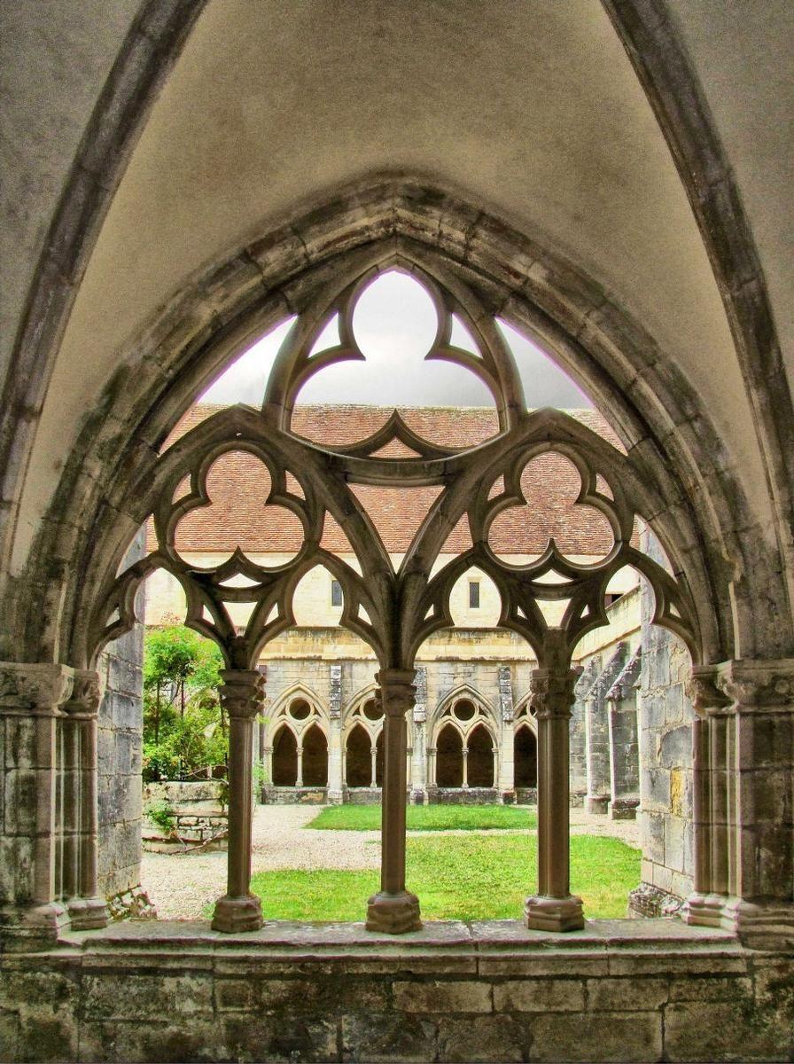 🔴 𝗧𝗢𝗨𝗝𝗢𝗨𝗥𝗦 𝗘𝗡 𝗕𝗘𝗥𝗥𝗬 🚗 | Ensemble monastique de France parfaitement conservé, l'abbaye de @ANoirlac est une véritable merveille que nous vous conseillons d'aller découvrir dès que cela sera possible ! 😉 #Berry  🚗 À 1h28 de Valençay ! https://t.co/aUsa1JMp5j