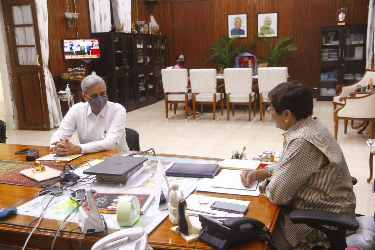 HLG @thekiranbedi held a One-on-One Meeting with Shri. Ranvir Singh Krishnia IPS, newly appointed DGP of Puducherry. @AmitShah @HMOIndia @PTI_News @PIB_India @PuducheryPolice @ANI @ddkpondy @airnews_puduvai