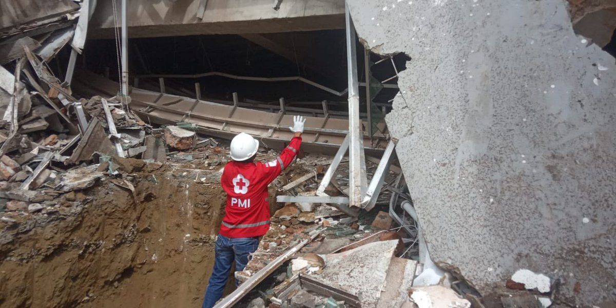 #RedCross teams in #Indonesia continue to help with search and rescue, evacuations, and providing immediate relief to people affected by yesterday's 6.2 magnitude #earthquake   More supplies and people are on the way.