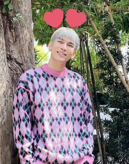 Sokay mew u still lood cute HAHAHAHA nvm i once cut my hair on my own. the worse part was i cut most of my fringe off HAHAAH and i needed to cut my hair short bc of that cuz i look damn ugly.. HAHAAHAH #MewSuppasit