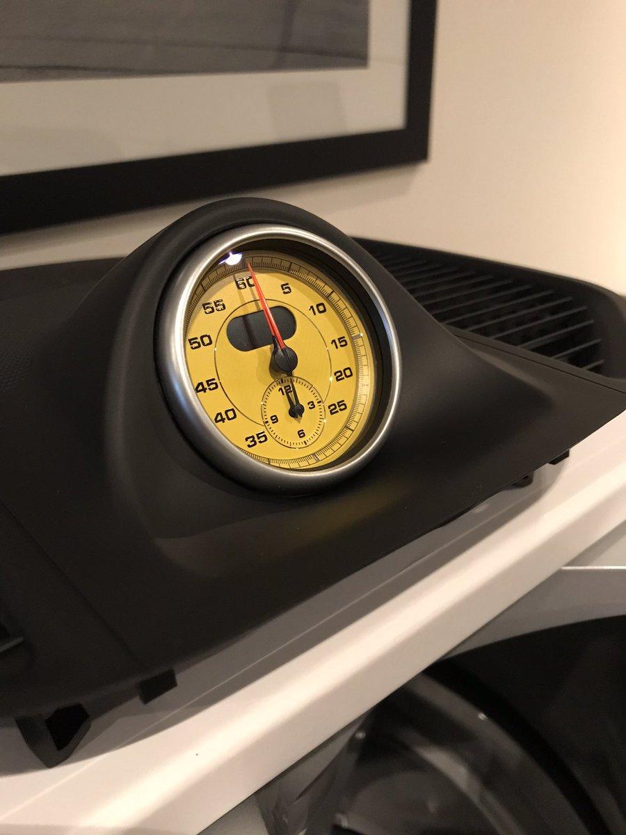 test Twitter Media - Vanavond installeren in mijn dagelijkse Porsche Macan, deze Racinggeel Sport Chrono stopwatch! Een upgrade voor het interieur. #Porsche #Macan #sportchrono #racinggeel #upgrade #dailydriver https://t.co/uYZIlv8ucU